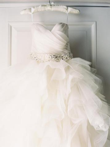 O vestido sozinho