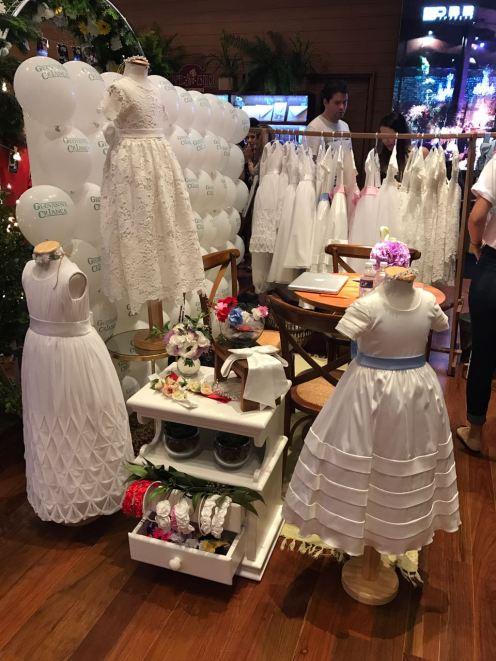 A delicadeza dos vestidos e acessórios da Geovanna Criança