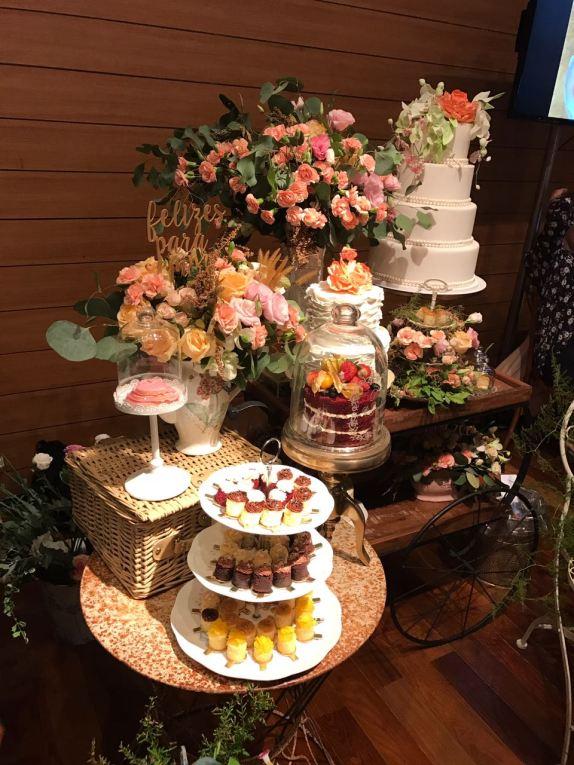 A mesa mais charmosa do evento era assinada por Valeria Oliver